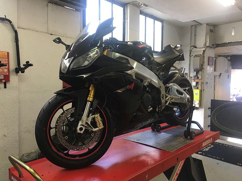 reparation moto et scooter nice entretien occasion speed bike 06. Black Bedroom Furniture Sets. Home Design Ideas